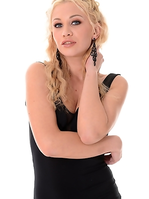 Lindsey Olsen - Sharp Dressed Minx